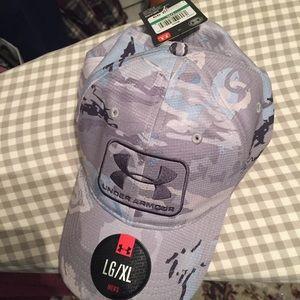 Under armour camo hat.    Nwt